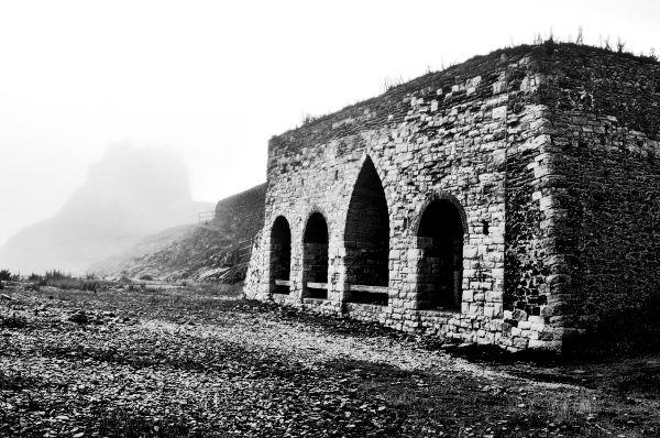 dsc_6189 holy island kilns bw 600px